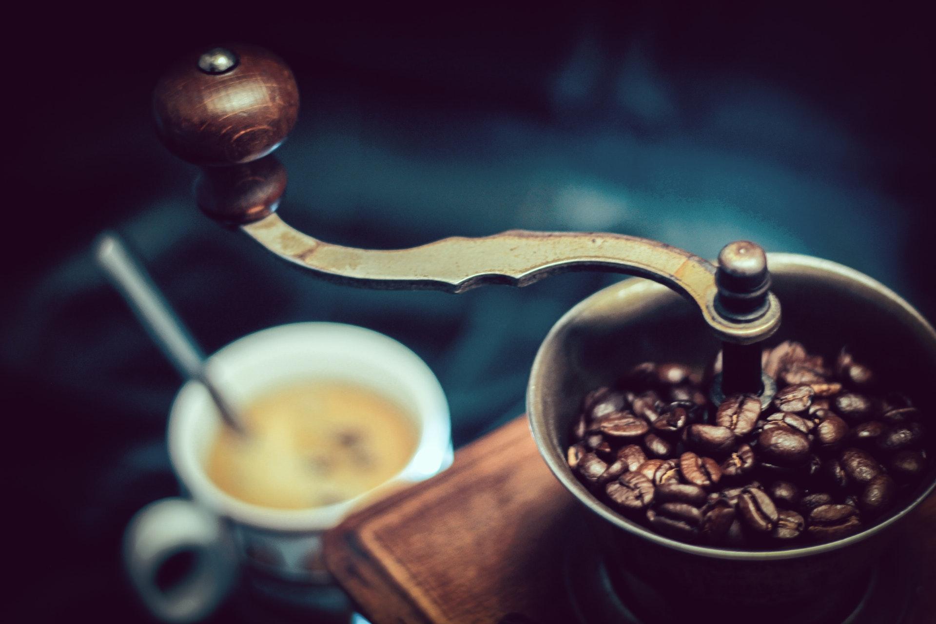 Perinteinen käsikäyttöinen kahvimylly sopii jokapäiväiseen käyttöön